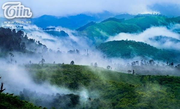 Trùng trùng điệp điệp núi rừng
